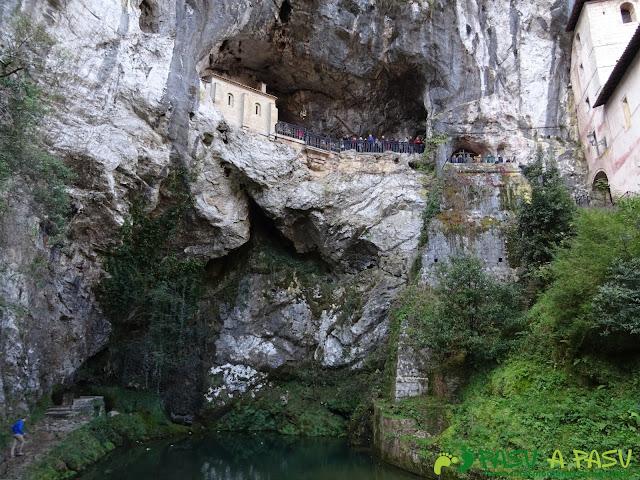 Peña Sienra desde Covadonga: Cueva de la Santina