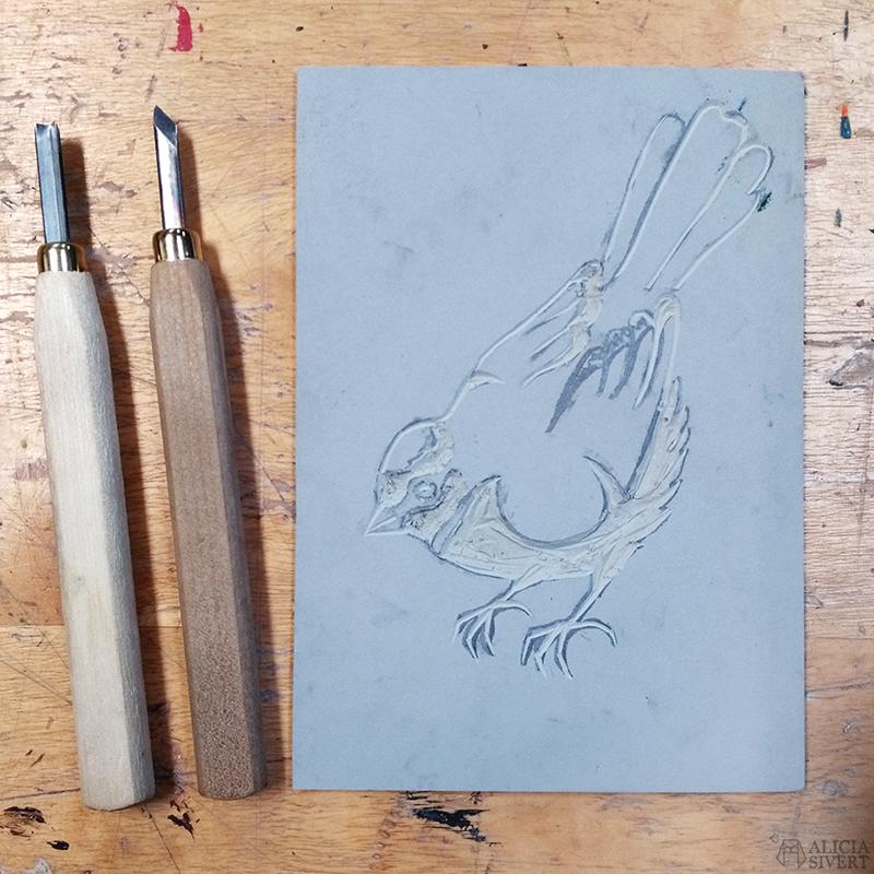 aliciasivert alicia sivertsson sivert linoleumtryck linoleumsnitt blåmes blue bird tit linoleum cut print printing trycka bild och form formgivning tryck fågel fåglar skapa skapande kreativitet färg vals roller