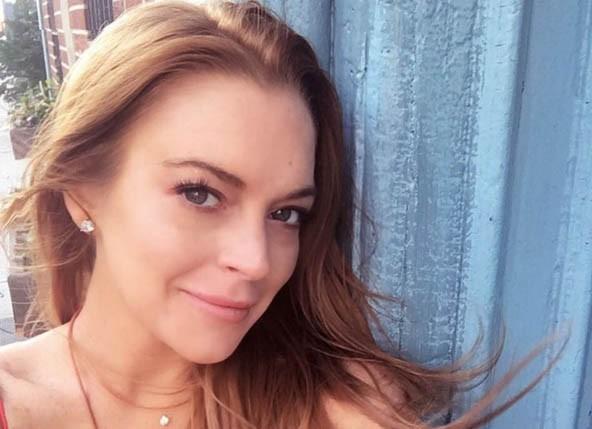 Padre de Lindsay Lohan confirma que ella está embarazada.