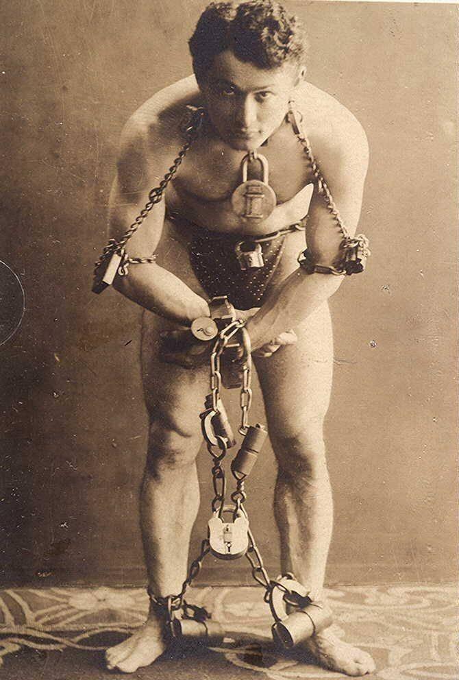 Harry Houdini | Erik Weisz, la ter Ehrich Weiss or Harry Weiss Popularly known as Harry Houdini