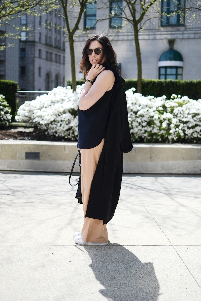 Forever 21 duster trench and wide leg pants minimalist outfit idea Vancouver fashion blogger