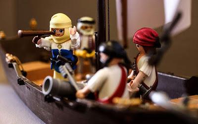 Τα Playmobil... σηκώνουν το λάβαρο