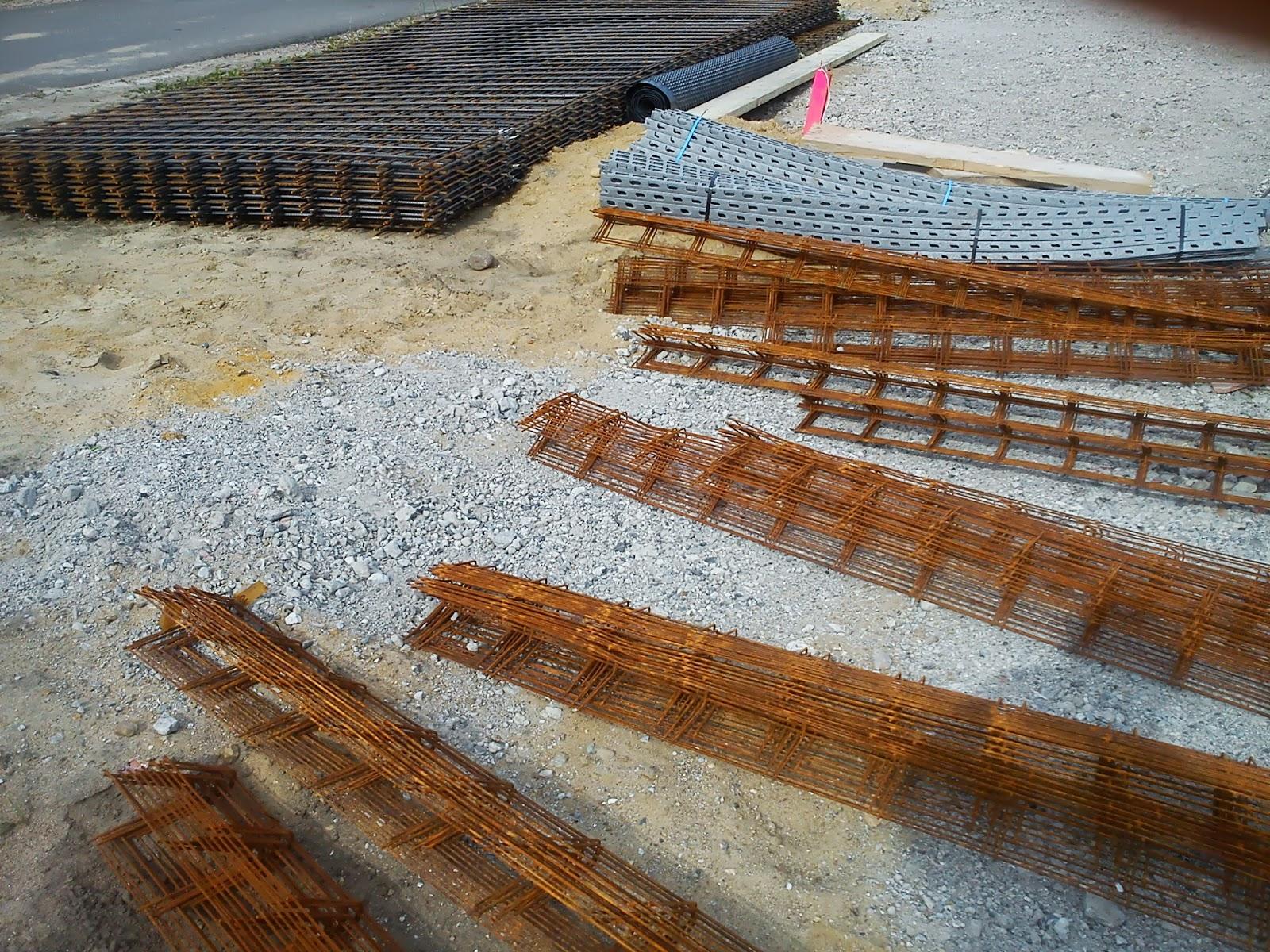 nurda im domherrengarten die bodenplatte der beton kommt. Black Bedroom Furniture Sets. Home Design Ideas
