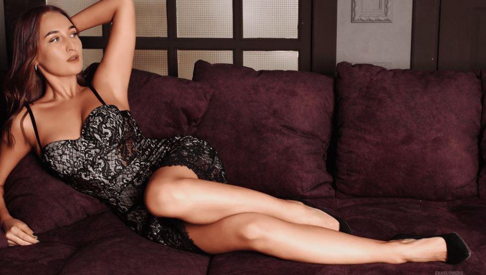 EvaSlowers Model GlamourCams