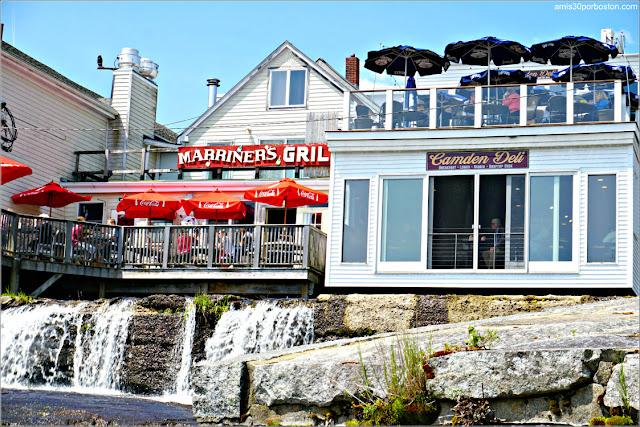 Algunos Locales desde lo que Disfrutar de las Vistas a las Cataratas Megunticook Falls en Camden, Maine