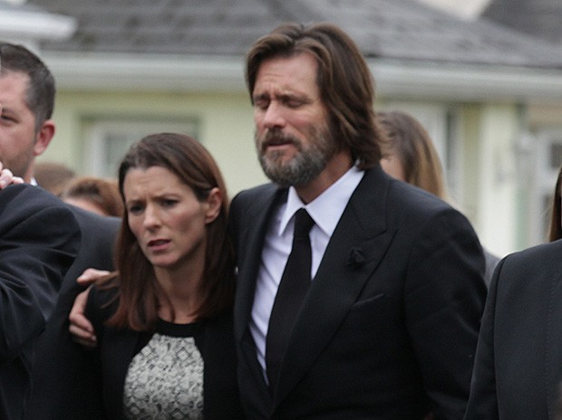 Jim Carrey was supported by relatives at the funeral of his ex-girlfriend, Cathriona White