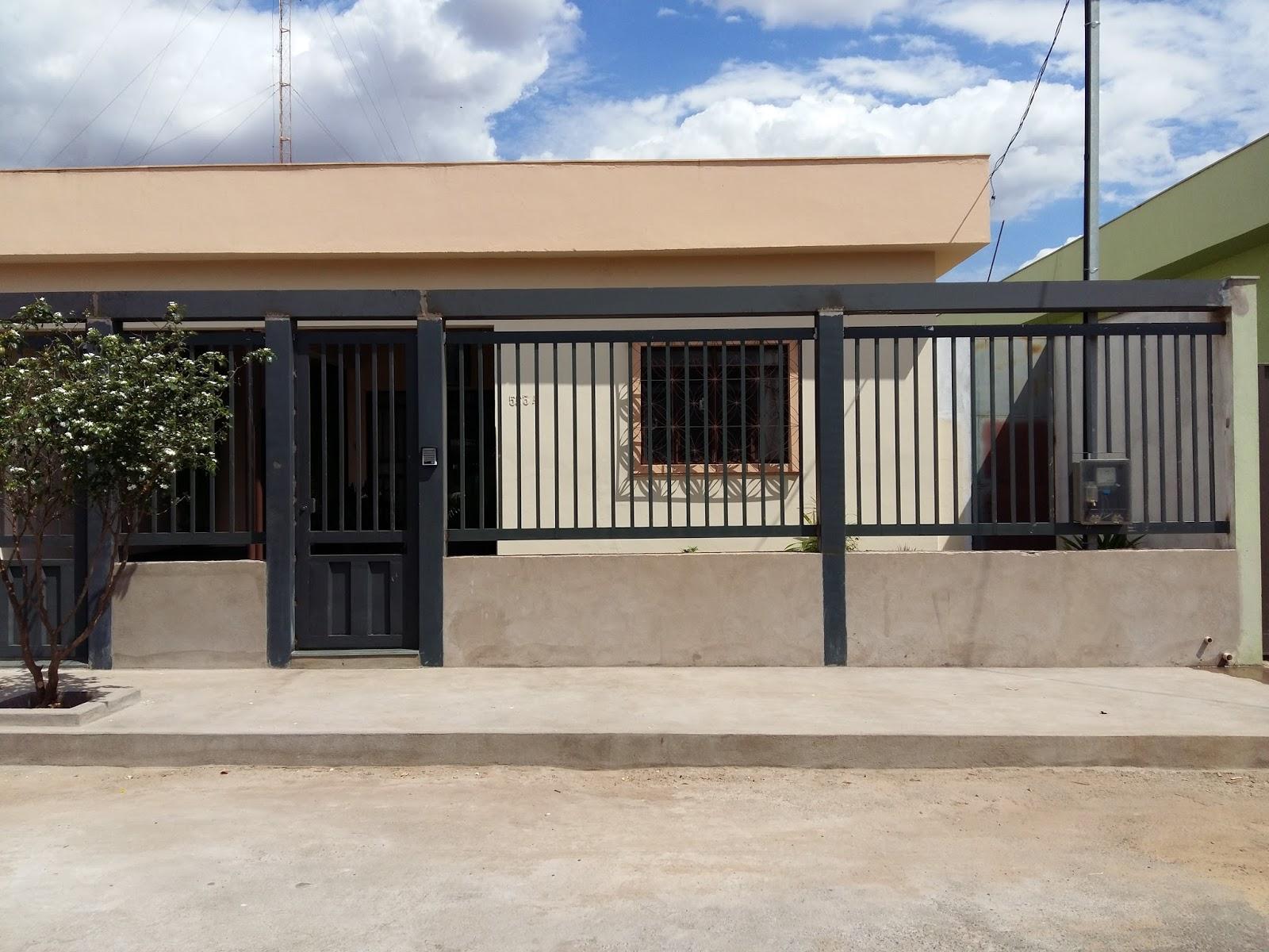 Serralheria moderna frente de casa de grade e port o de for Frente casa moderna