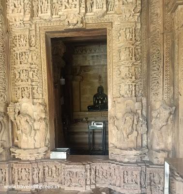 भगवान आदिनाथ मंदिर खजुराहो - Adinath Temple Khajuraho