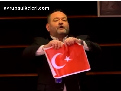 Yunan milletvekilinin Türk Bayrağı'nı yırtma videosu