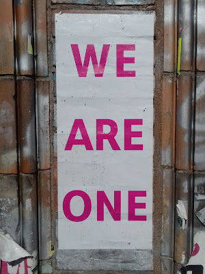 Auf Wand: WE ARE ONE