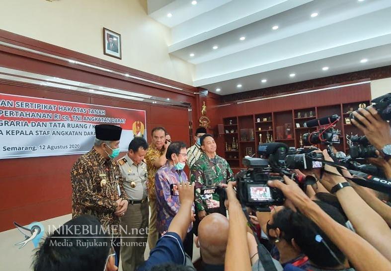 Konflik Berakhir, Kementerian ATR/BPN Serahkan Sertifikat Tanah Urut Sewu ke TNI AD