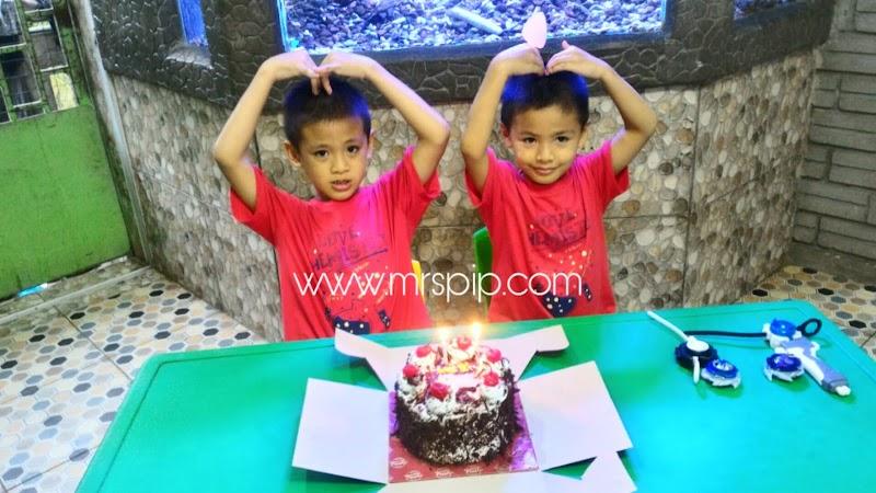 Beli Jiwa Anak : kek untuk Amin , beyblade untuk Iman