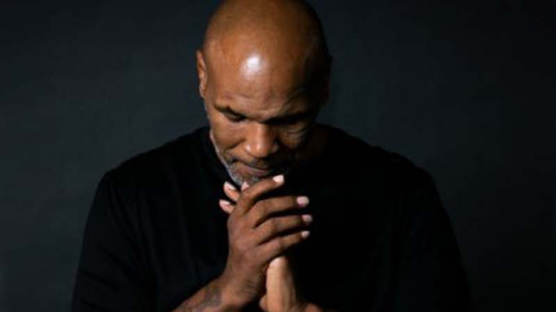 Legenda UFC Dorong Mike Tyson Kembali Bertinju