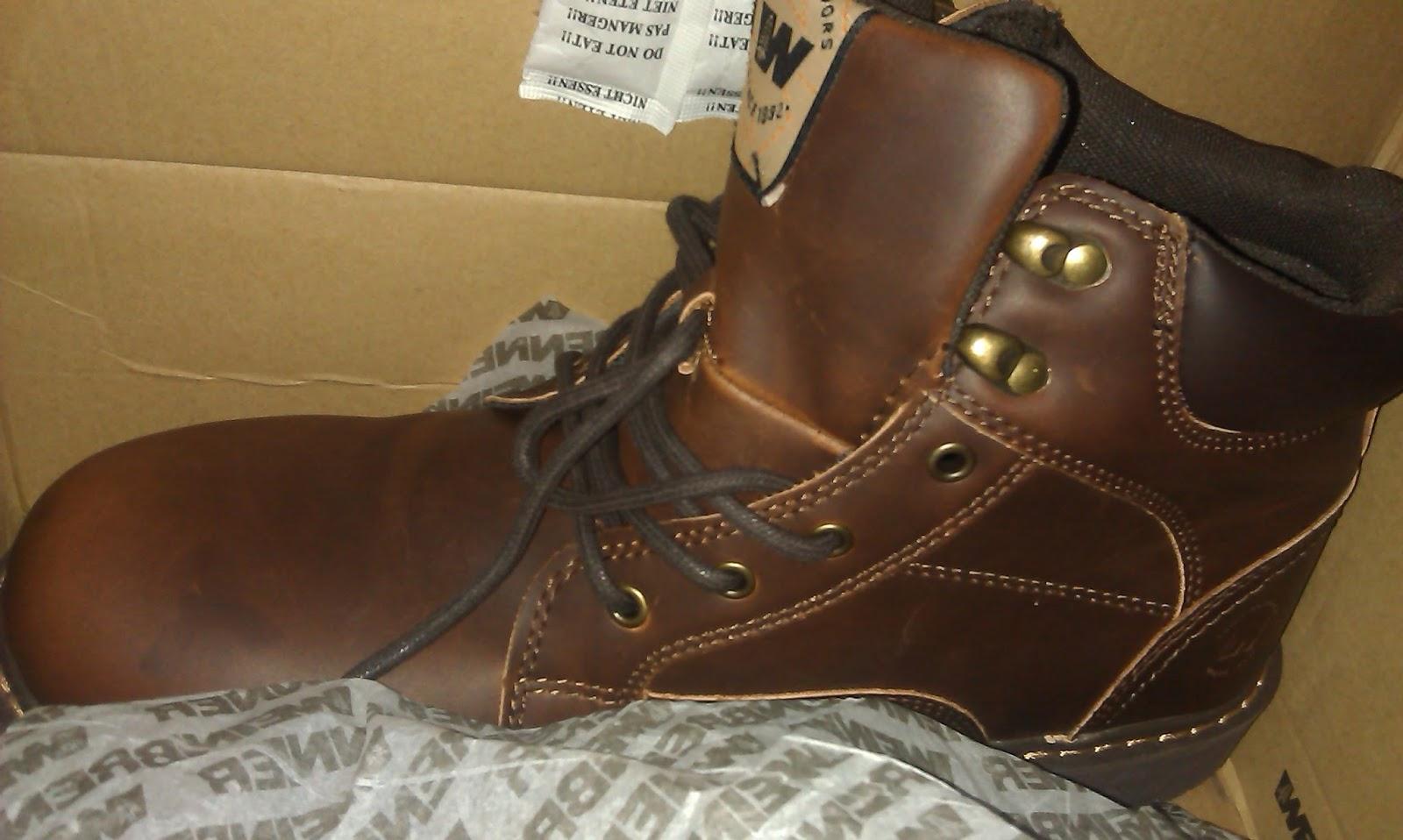 Untuk sepatu saya selalu pakai yang cocok untuk naik motor. Biasanya model  boots. Untuk merk biasanya pakai Rockport ada satu Timberland 3c28dccca1