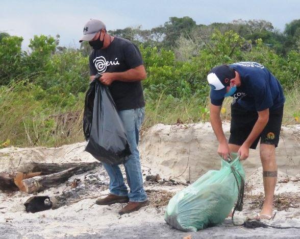 Integrantes do Projeto Remar Limpar Ensinar, moradores e administração regional do Boqueirão Sul recolheram 35 kg de materiais encaminhados para reciclagem