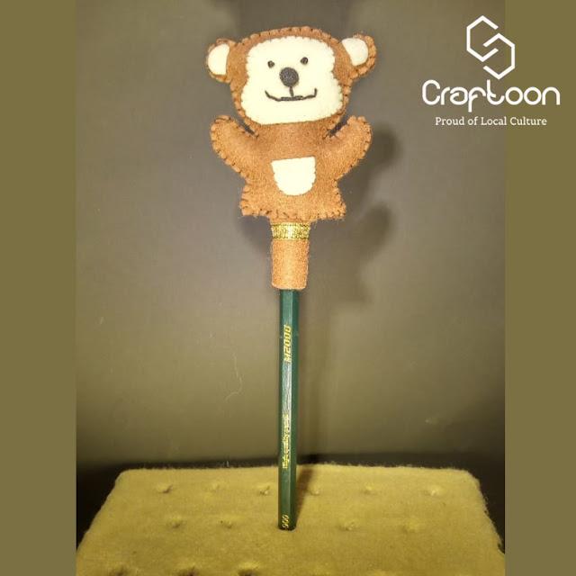 Boneka Lucu Karakter Monyet, Hiasan Pensil Kain Flanel Craftoon Kudus