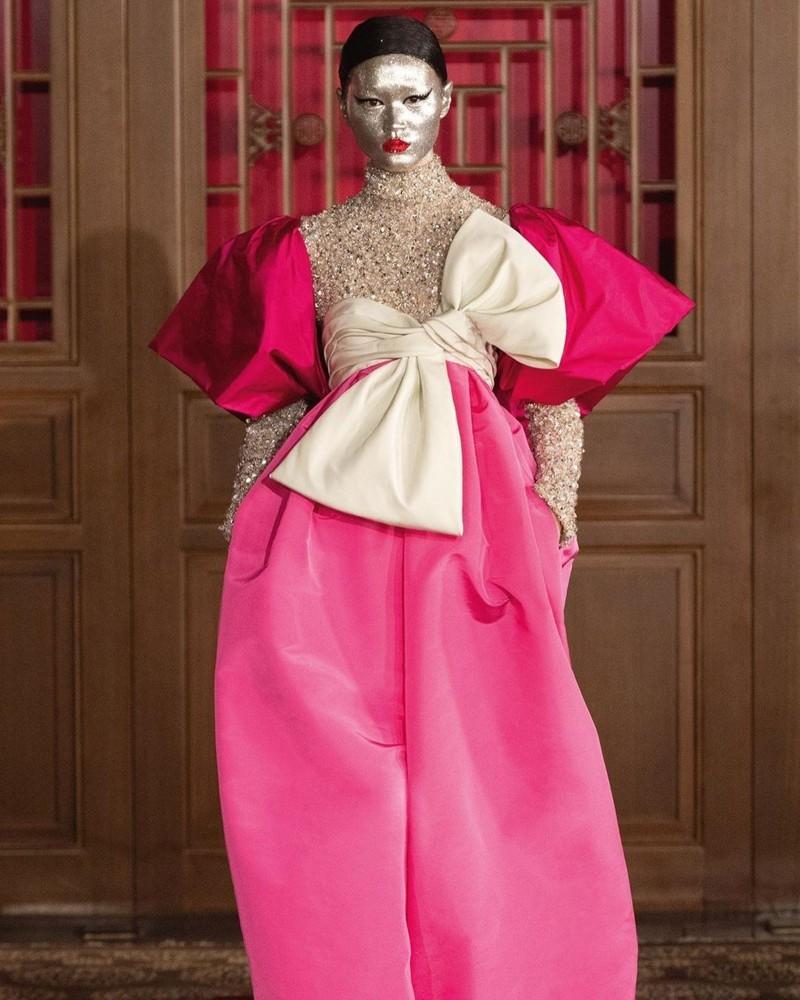 Desfile de alta costura da Valentino realizado em Pequim, na China
