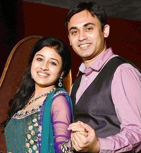 paridhi-sharma-dengan-suaminya