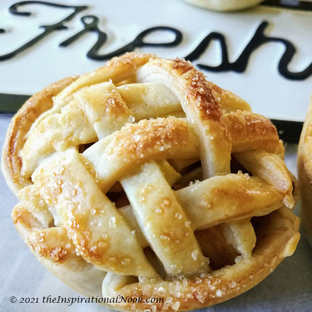 Apple pie weave top, miniature apple pies, small apple pies, little apple pies, mini apple tartlets, small apple pie tarts