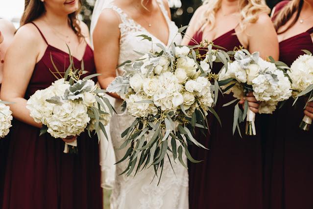 Bride bouquet and bridal party bouquet