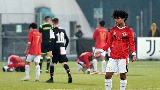 Menonton Live Streaming Garuda Select vs Reading U-18 di Mola TV
