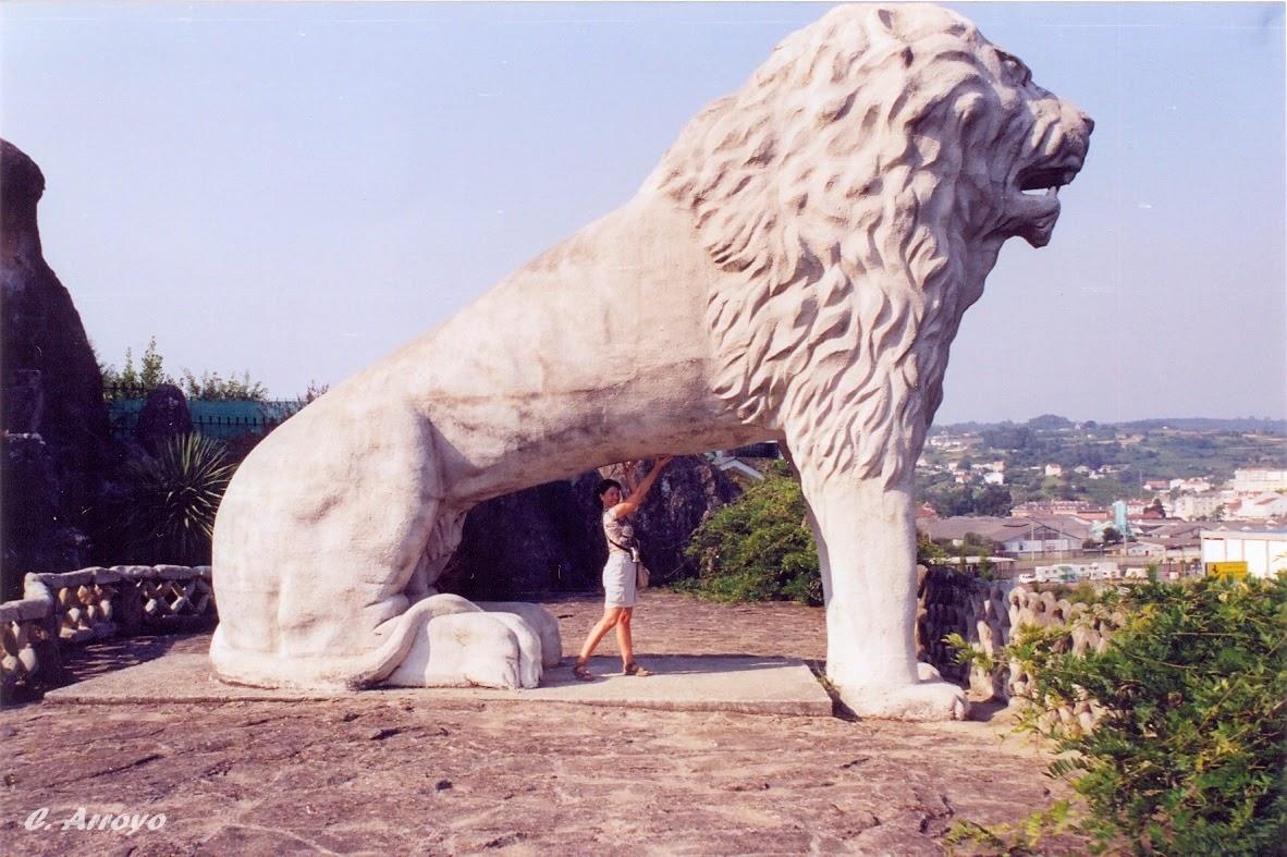 """Escultura de un León de unos 4 metros de altura en el tercer nivel del """"Parque del Pasatiempo"""""""