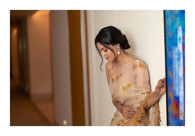 South Indian Actress Bindu Madhavi Saree Stills