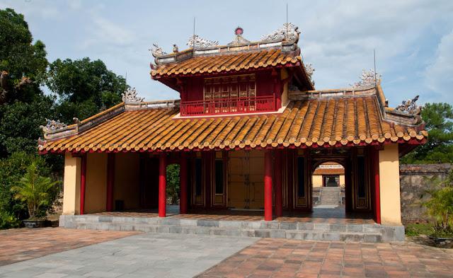 tumba de Dong Khanh