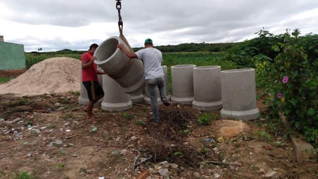 Prefeitura inicia melhoramento no sistema de drenagem das águas pluviais na avenida Vereador Cícero Soares