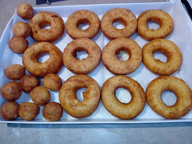 Oponki serowe oponki karnawalowe oponki twarogowe oponki z ciasta serowego oponki ze smietana oponki bez drozdzy