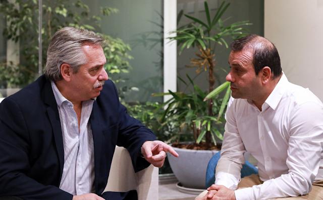 El candidato presidencial del Frente de Todos, Alberto Fernández, recibió hoy al gobernador electo de Misiones, Oscar Herrera Ahuad.
