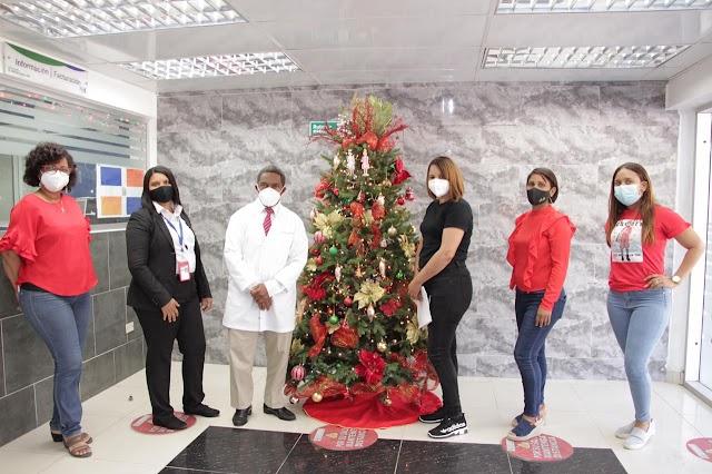 Encienden árbol navideño en el Hospital de la Mujer Dominicana