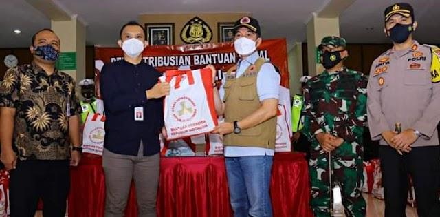 Plt. Bupati Kudus Salurkan Bantuan Sembako Dari Presiden Jokowi