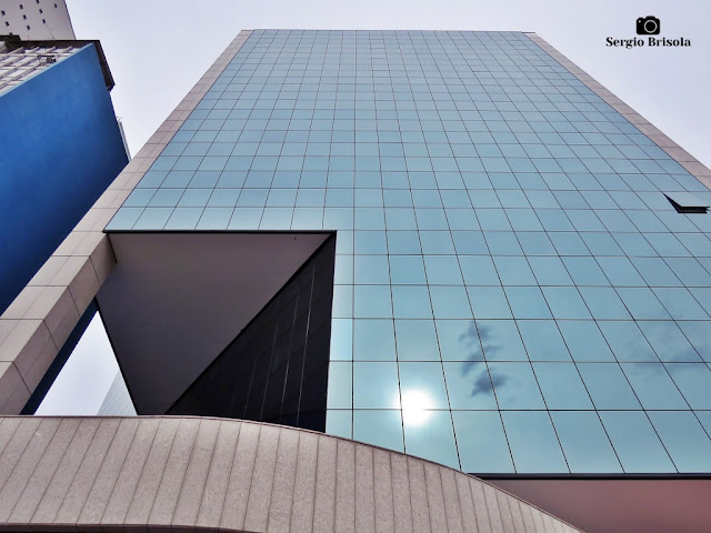 Perspectiva inferior da fachada do Edifício Faria Lima 1188 - Pinheiros - São Paulo