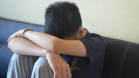 Бабушка 7-летнего мальчика заявила, что ее внука насиловали в школьном туалете