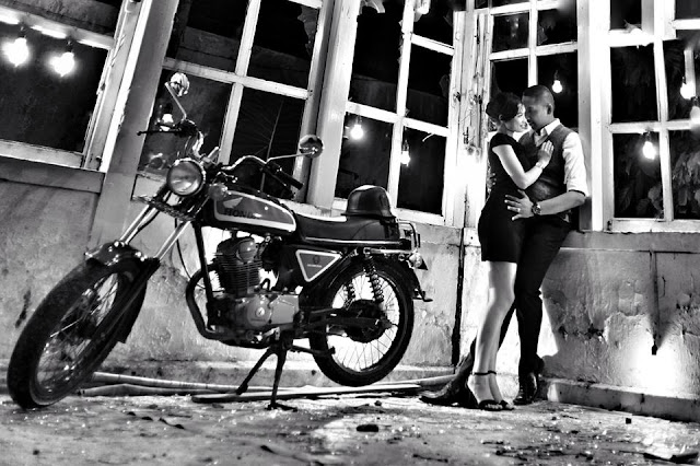 Foto prewedding black & white anak motor