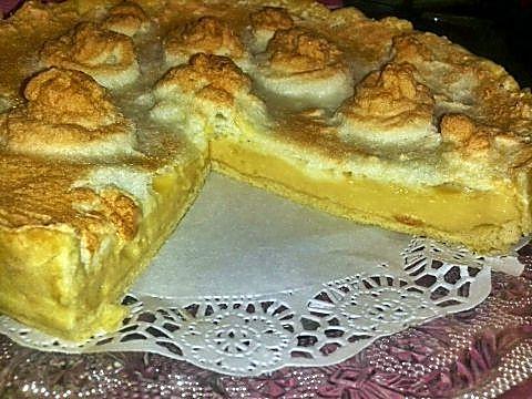 Corte tarta merengada de limón