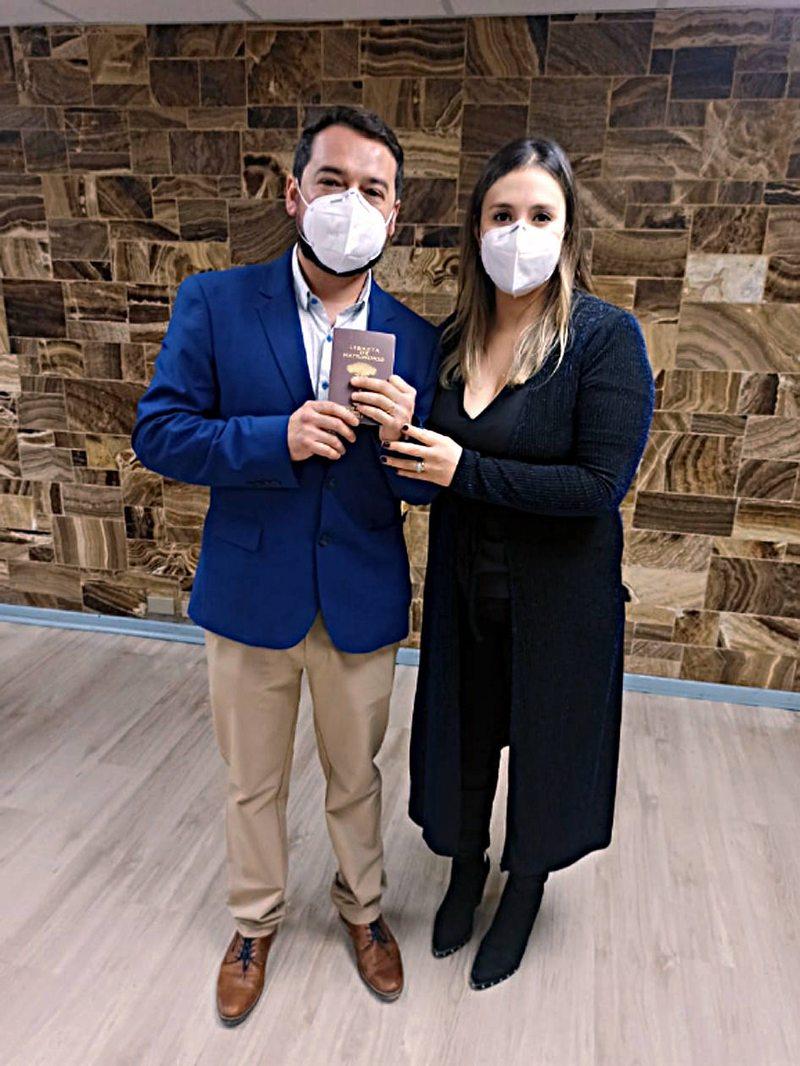 Novios cuentan su matrimonio en plena pandemia