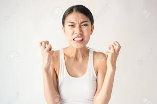 wanita marah