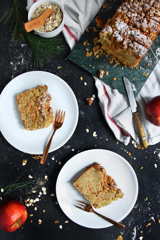 Hafer-Apfelkuchen mit Safran, Zimt und Kardamom