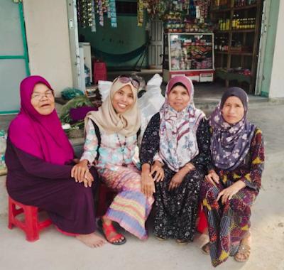 Arnita Adam bersama ibu-ibu muslim suku Champ di Ninh Thuan - Vietnam