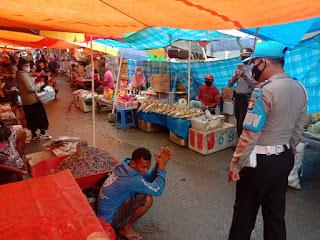 Berikan Hukum Push Up Kepada Pelanggar Prokes Di Pasar Sudu