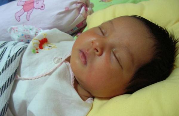 Gambar Bayi Tidur Lucu