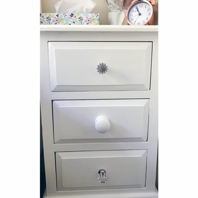 Bedside drawers with two glass knobs and one wooden