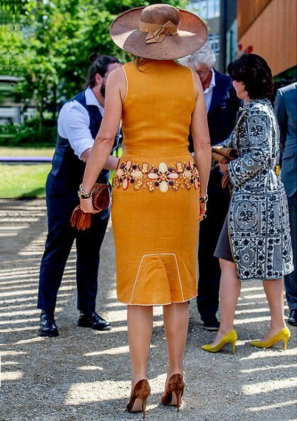 Queen Maxima wore a yellow embellished dress by Oscar de la Renta. Queen Maxima wore Oscar de la Renta embellished dress