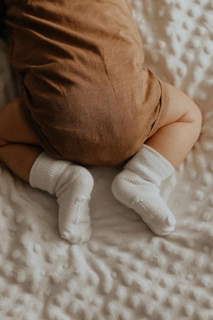 neonato con vestitino in fibra naturale