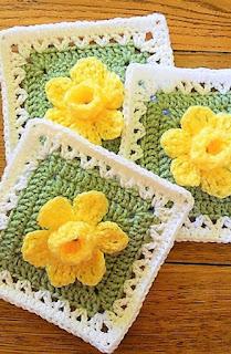 square com flor amarela