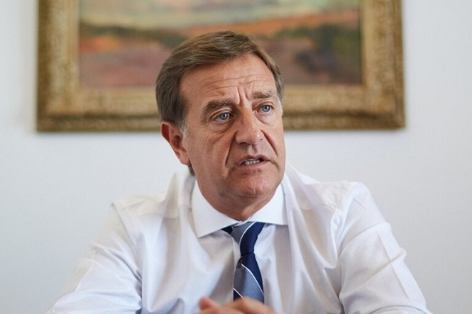 Restricciones: ¿Mendoza debe acatar el DNU?