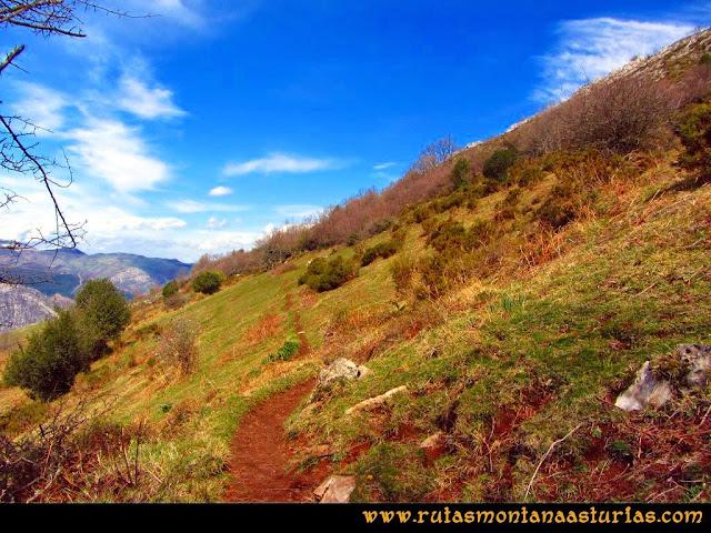 Ruta al Pico Gorrión: Atravesando collada Quintaneiru