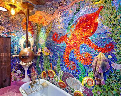 15 Design Kamar Mandi Unik Agar Rumah Tampil Beda - Mozaik Kaca Dekorasi Pesona Bawah Laut